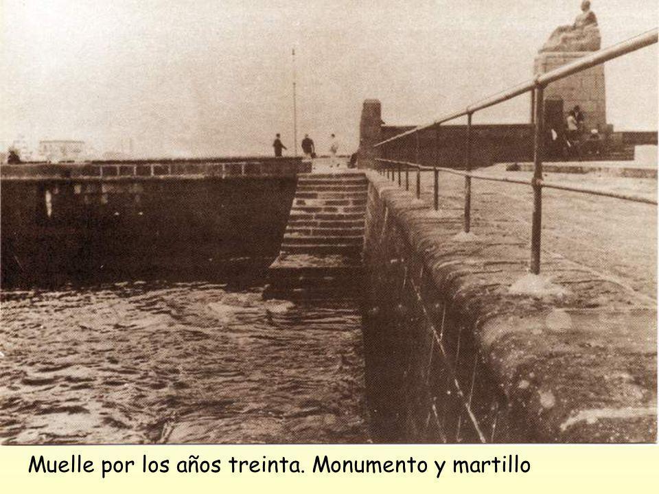 Muelle por los años treinta. Monumento y martillo