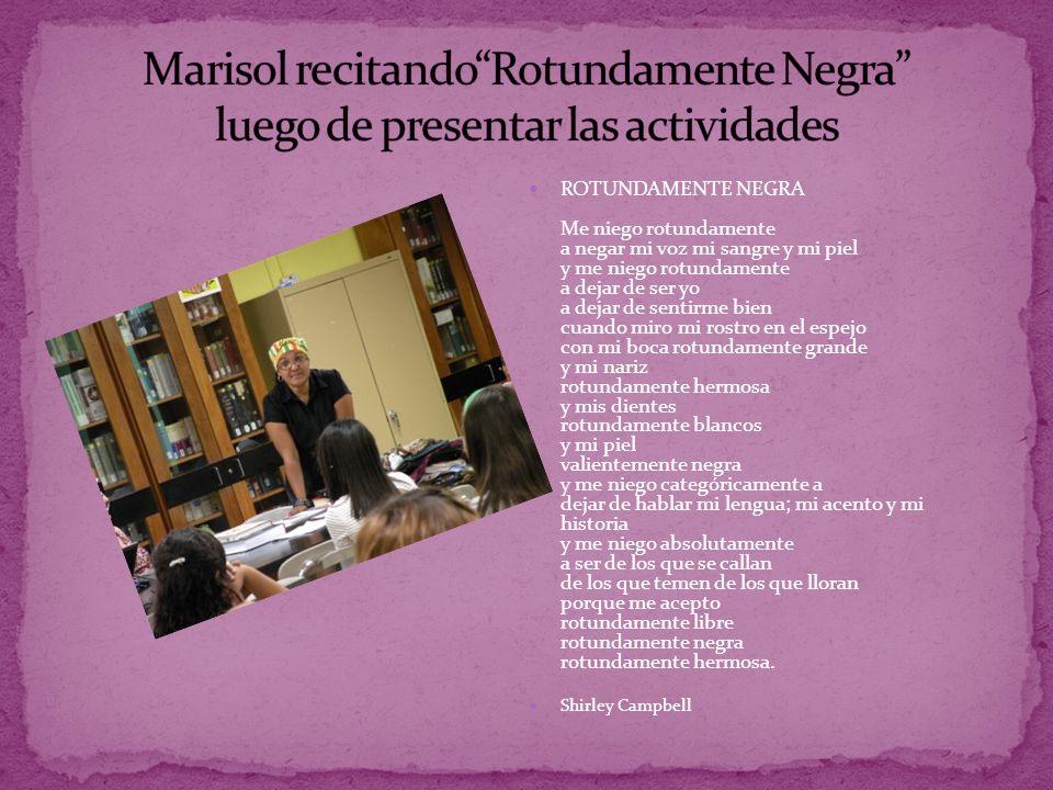 Marisol recitando Rotundamente Negra luego de presentar las actividades