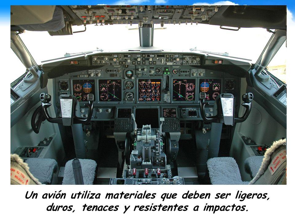 Un avión utiliza materiales que deben ser ligeros, duros, tenaces y resistentes a impactos.