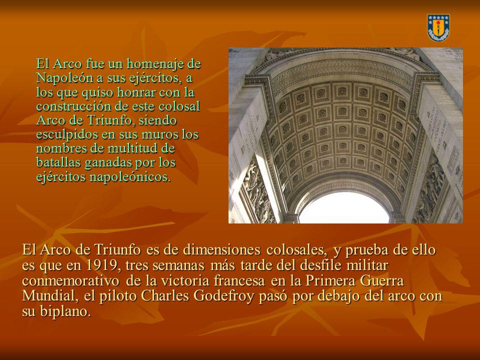 El Arco fue un homenaje de Napoleón a sus ejércitos, a los que quiso honrar con la construcción de este colosal Arco de Triunfo, siendo esculpidos en sus muros los nombres de multitud de batallas ganadas por los ejércitos napoleónicos.