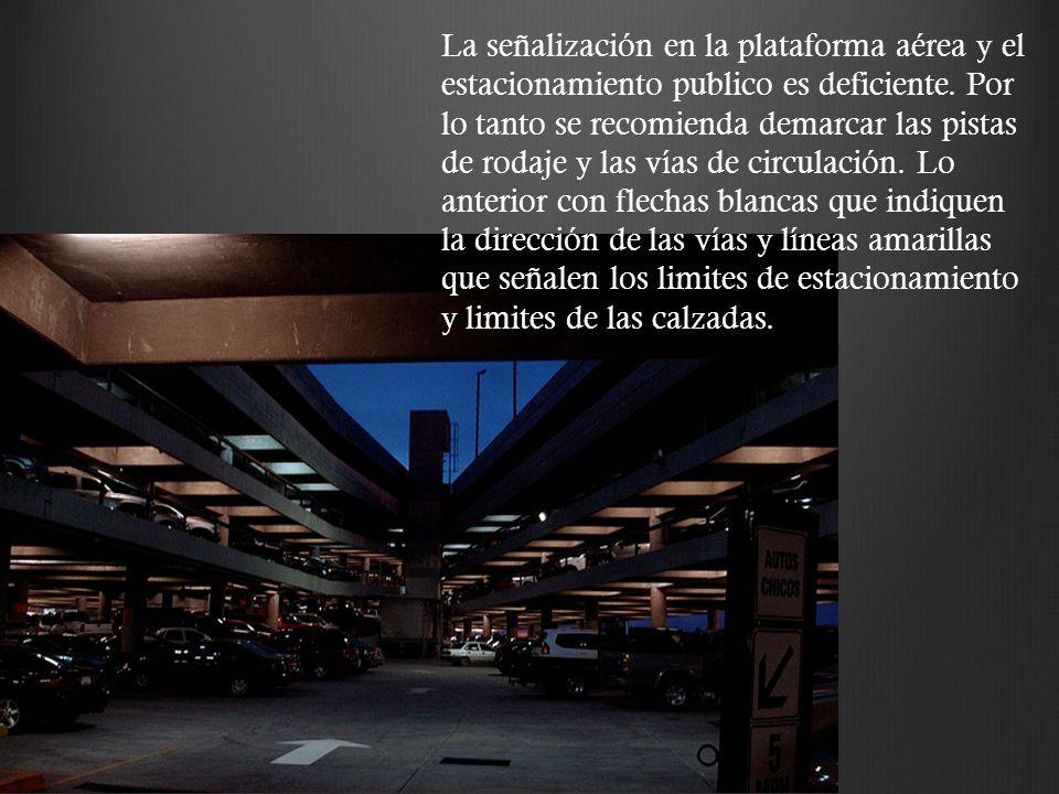 La señalización en la plataforma aérea y el estacionamiento publico es deficiente.