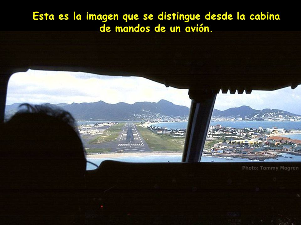 Esta es la imagen que se distingue desde la cabina de mandos de un avión.