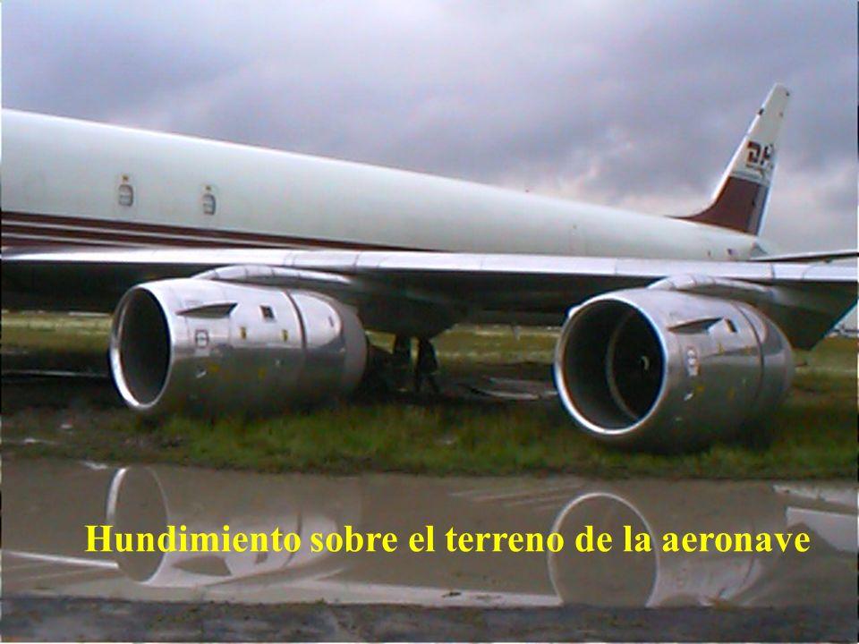 Hundimiento sobre el terreno de la aeronave