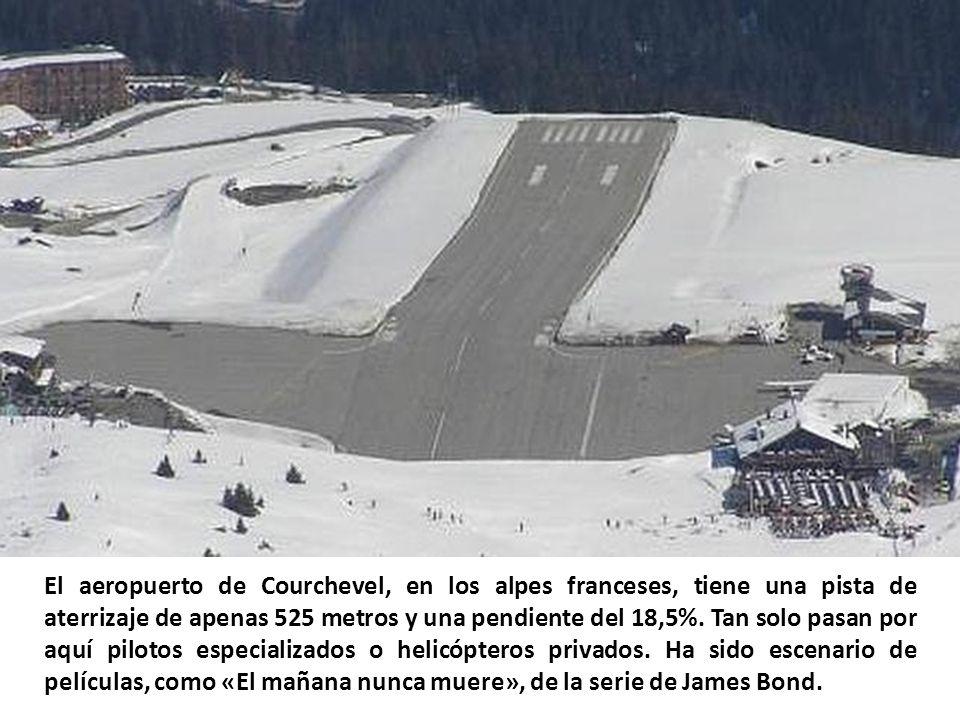 El aeropuerto de Courchevel, en los alpes franceses, tiene una pista de aterrizaje de apenas 525 metros y una pendiente del 18,5%.