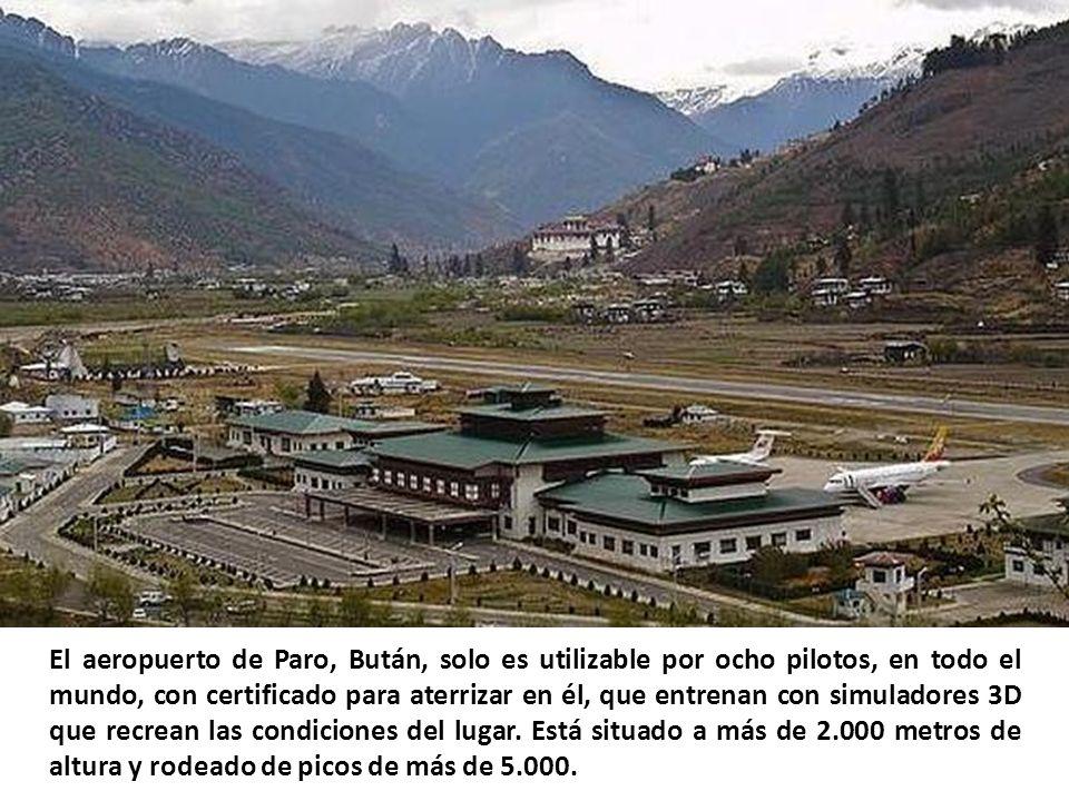 El aeropuerto de Paro, Bután, solo es utilizable por ocho pilotos, en todo el mundo, con certificado para aterrizar en él, que entrenan con simuladores 3D que recrean las condiciones del lugar.