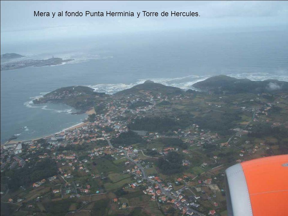 Mera y al fondo Punta Herminia y Torre de Hercules.