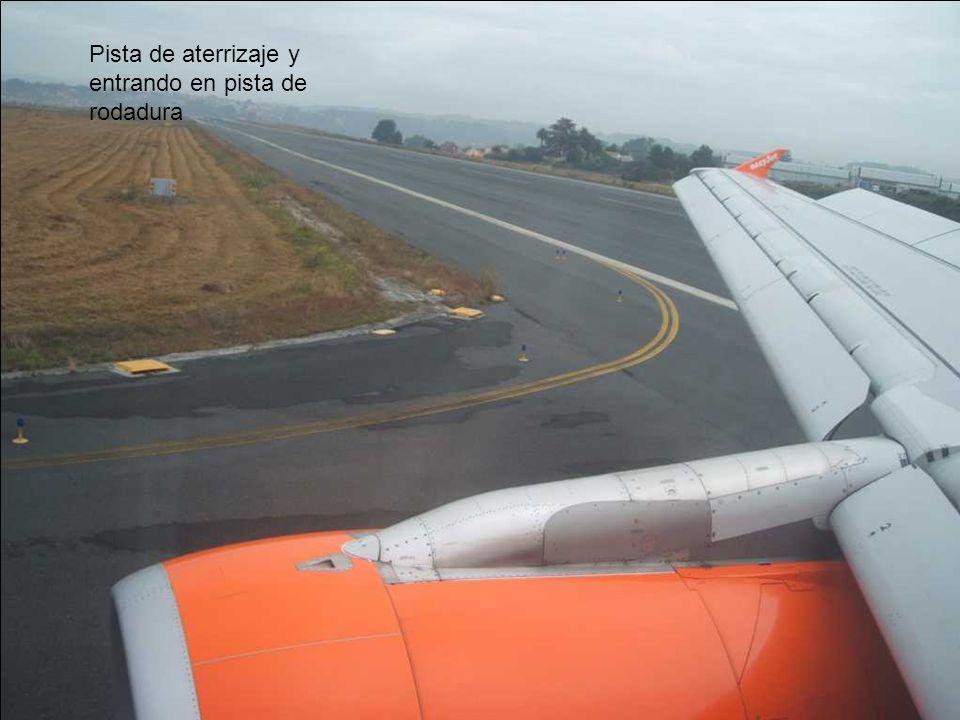 Pista de aterrizaje y entrando en pista de rodadura