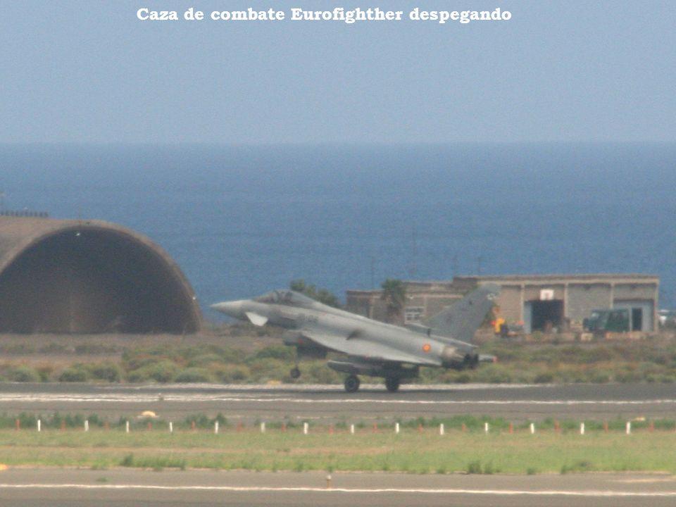 Caza de combate Eurofighther despegando