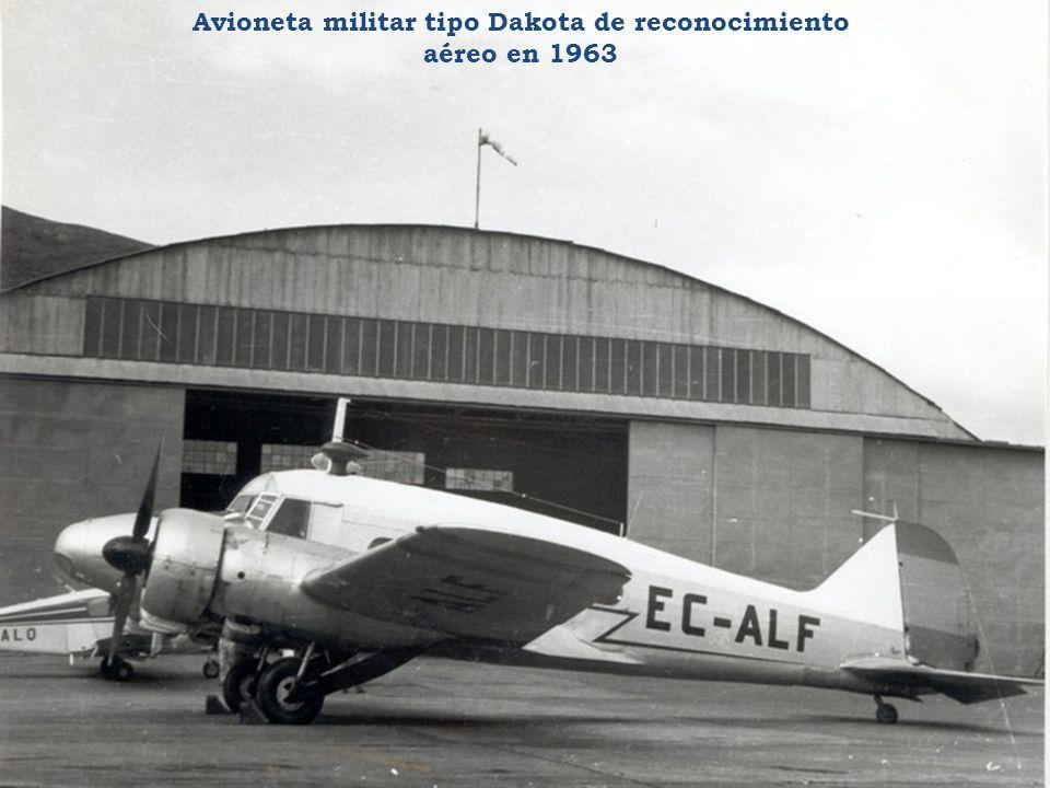Avioneta militar tipo Dakota de reconocimiento aéreo en 1963