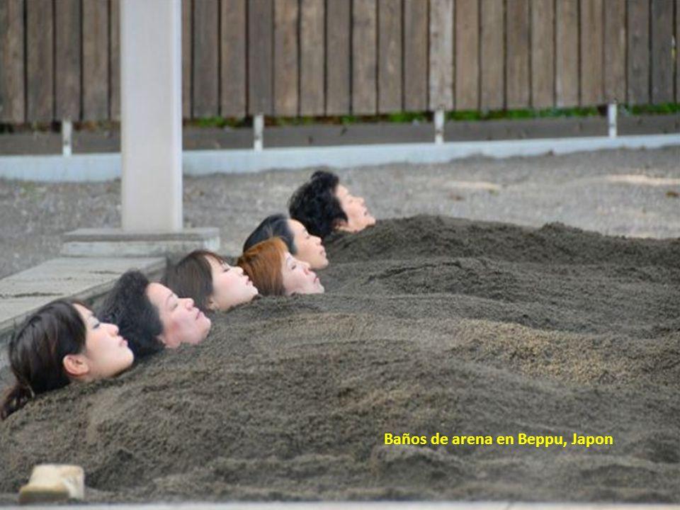 Baños de arena en Beppu, Japon