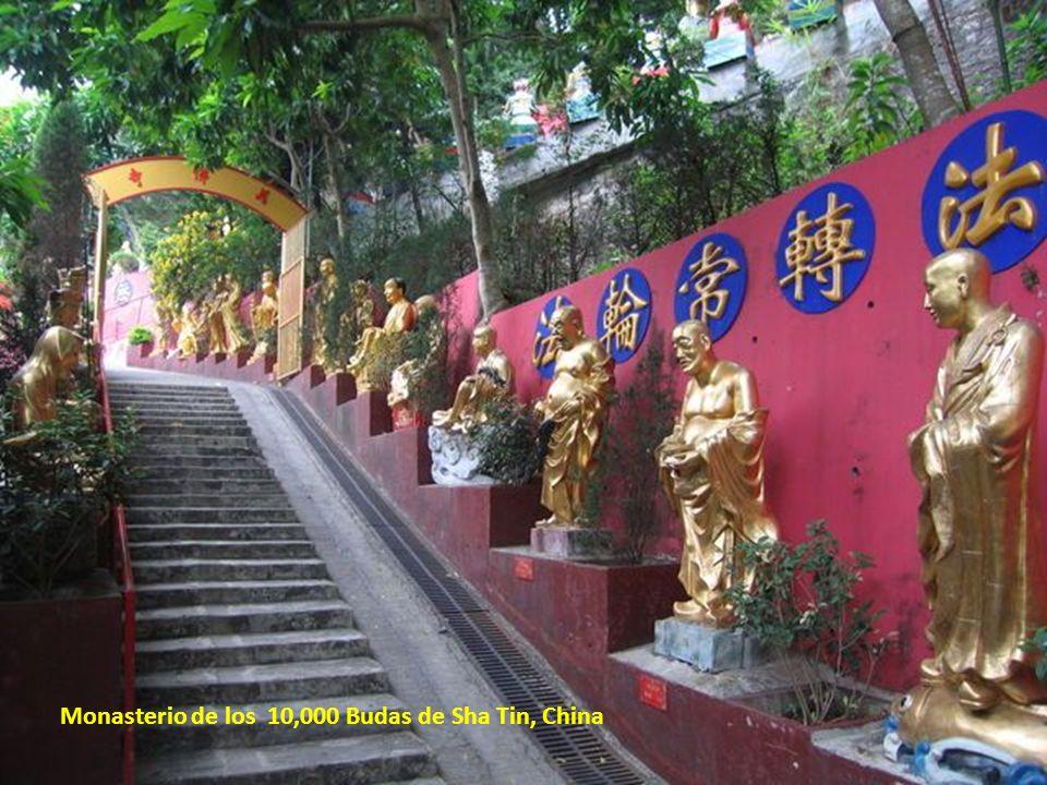 Monasterio de los 10,000 Budas de Sha Tin, China