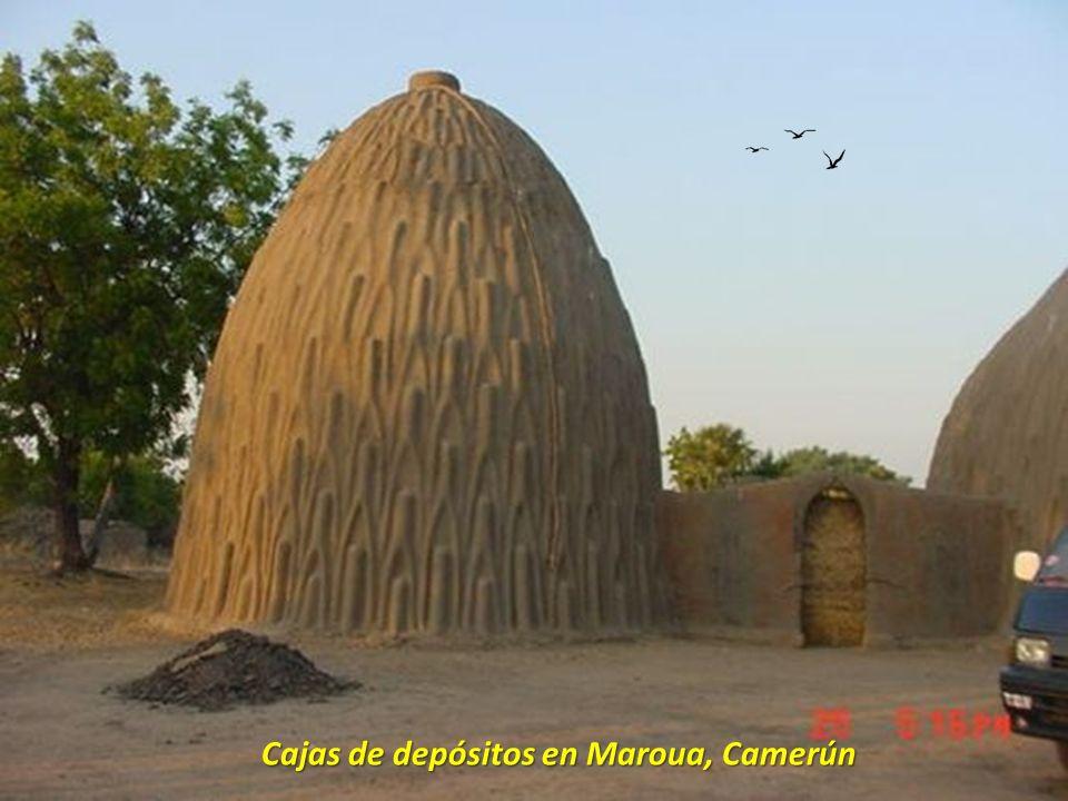 Cajas de depósitos en Maroua, Camerún