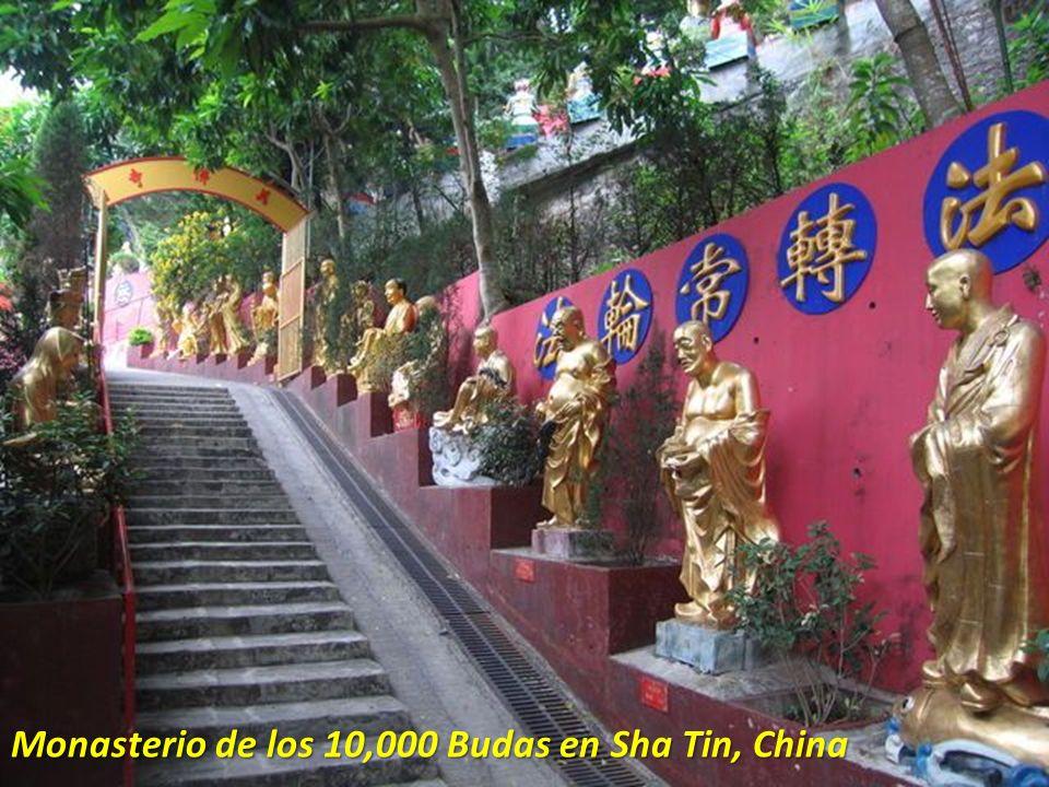 Monasterio de los 10,000 Budas en Sha Tin, China