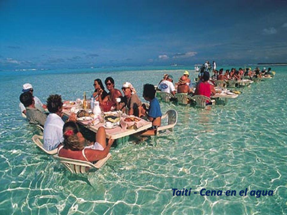 Taití - Cena en el agua