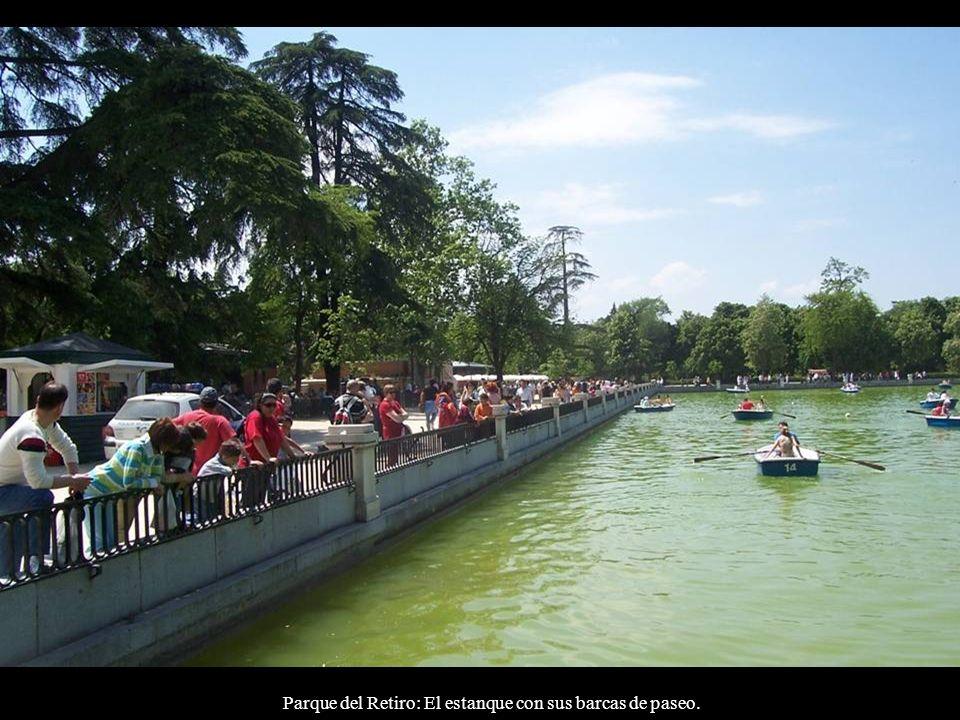 Parque del Retiro: El estanque con sus barcas de paseo.