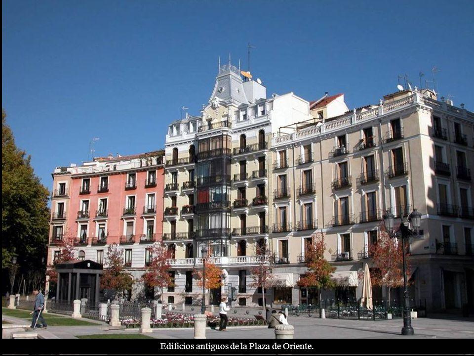 Edificios antiguos de la Plaza de Oriente.