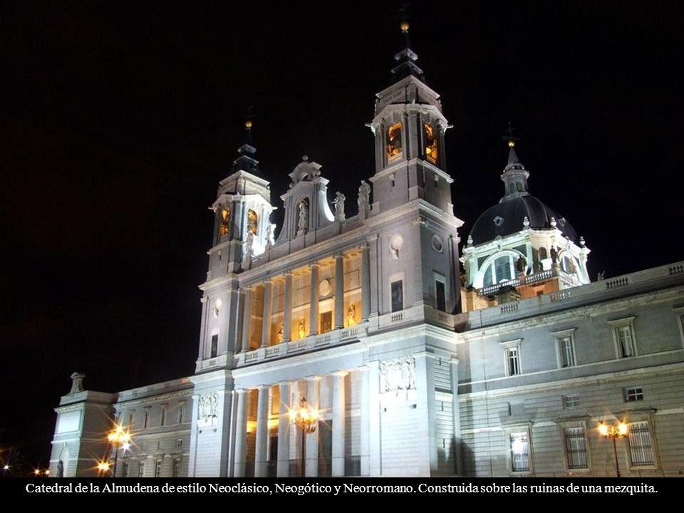 Catedral de la Almudena de estilo Neoclásico, Neogótico y Neorromano