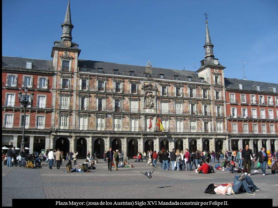 Plaza Mayor: (zona de los Austrias) Siglo XVI Mandada construir por Felipe II.