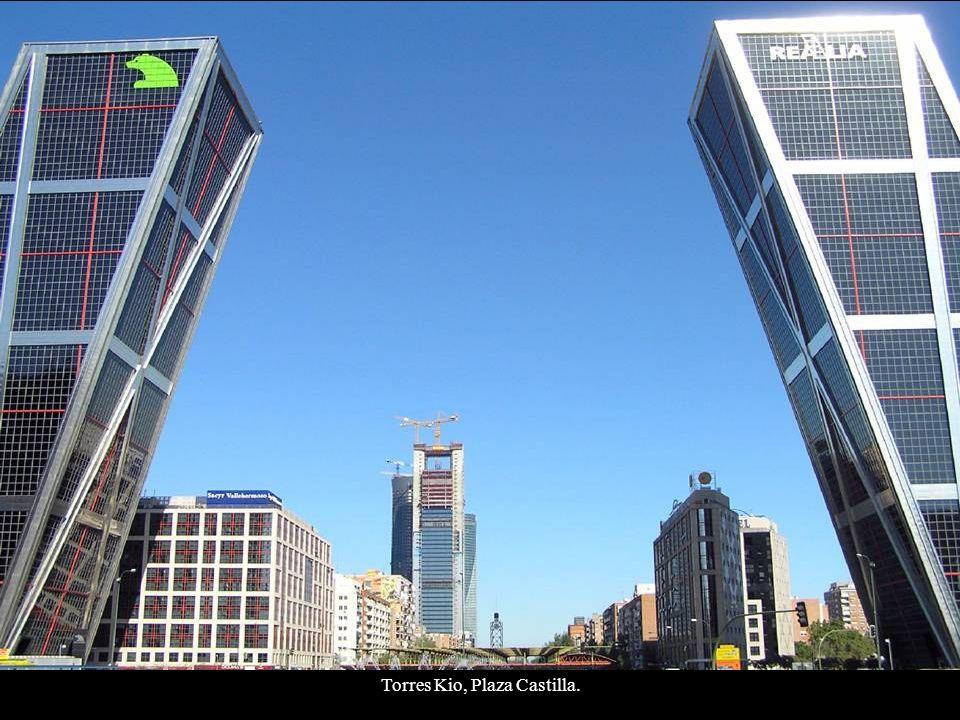 Torres Kio, Plaza Castilla.