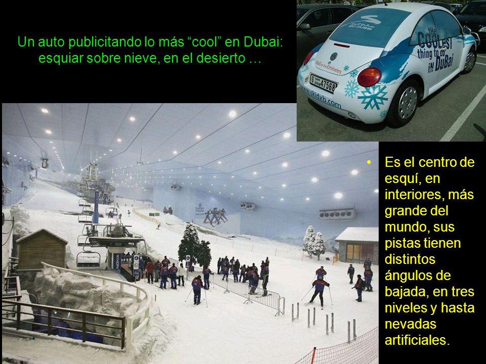 Un auto publicitando lo más cool en Dubai: esquiar sobre nieve, en el desierto …