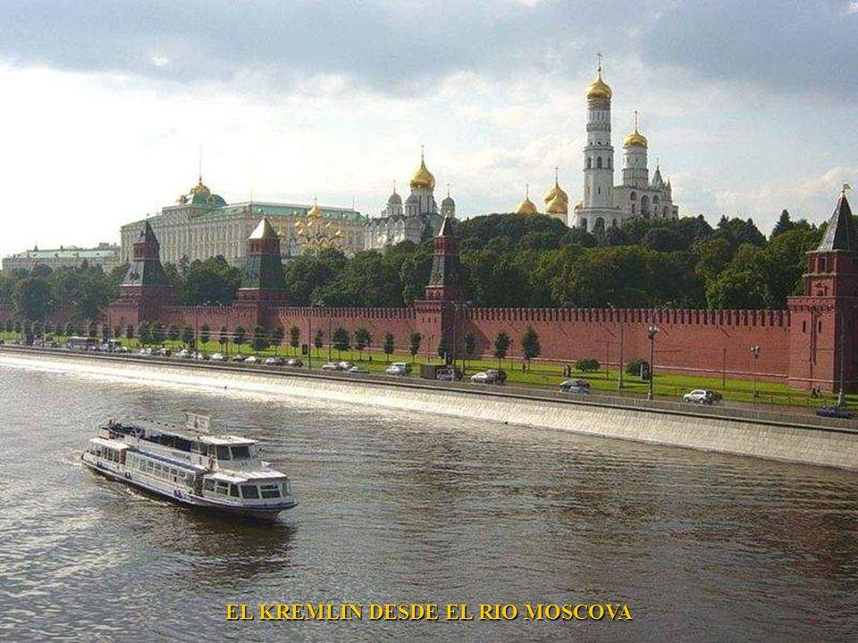 EL KREMLIN DESDE EL RIO MOSCOVA