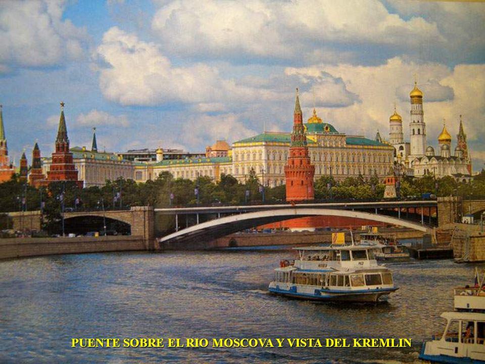 PUENTE SOBRE EL RIO MOSCOVA Y VISTA DEL KREMLIN