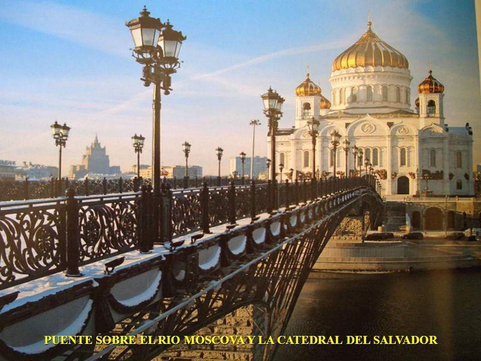 PUENTE SOBRE EL RIO MOSCOVA Y LA CATEDRAL DEL SALVADOR