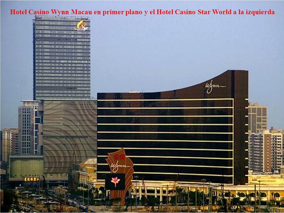 Hotel Casino Wynn Macau en primer plano y el Hotel Casino Star World a la izquierda