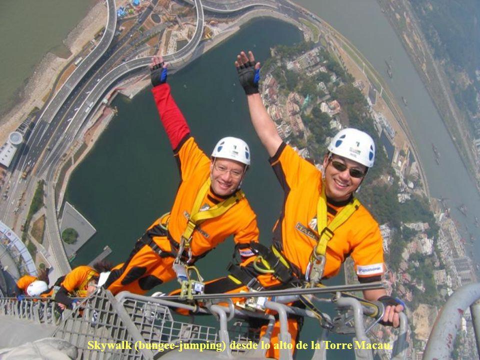 Skywalk (bungee-jumping) desde lo alto de la Torre Macau.