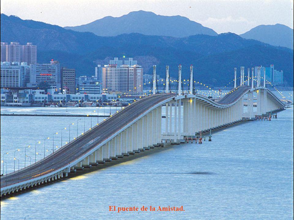 El puente de la Amistad.