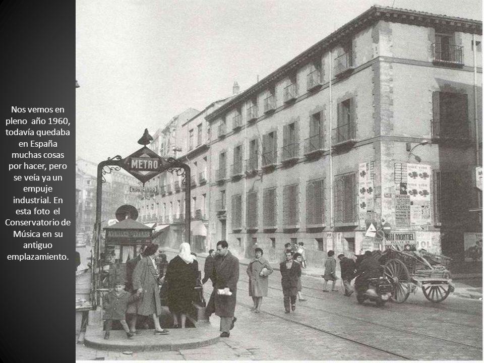 Nos vemos en pleno año 1960, todavía quedaba en España muchas cosas por hacer, pero se veía ya un empuje industrial.