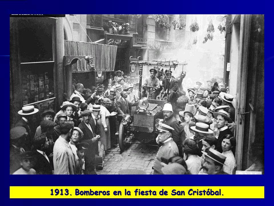 1913. Bomberos en la fiesta de San Cristóbal.
