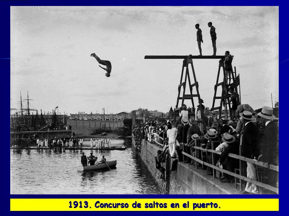 1913. Concurso de saltos en el puerto.