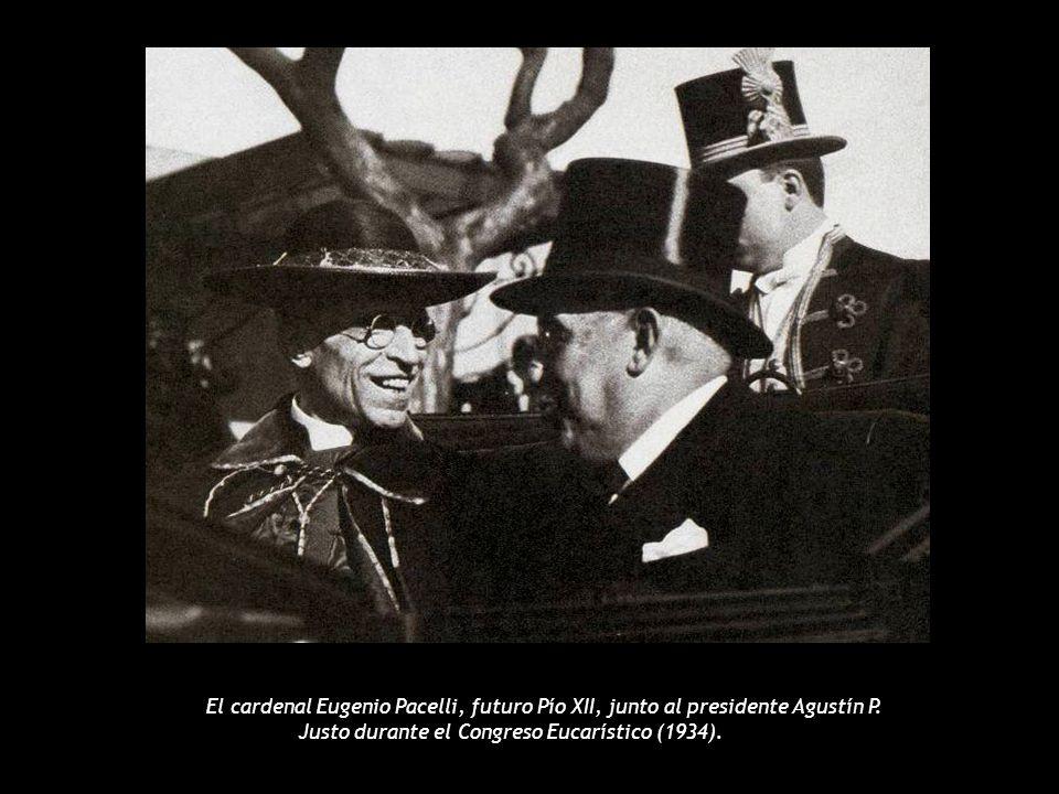 El cardenal Eugenio Pacelli, futuro Pío XII, junto al presidente Agustín P.