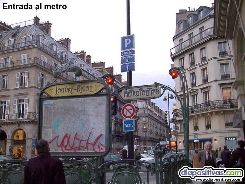 Entrada al metro Entrada al metro