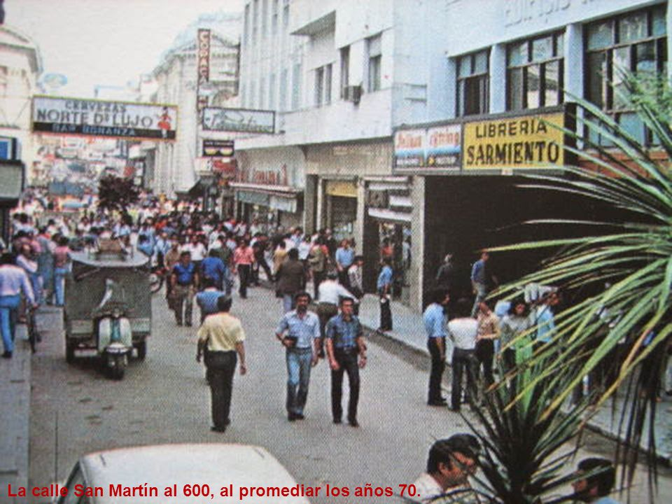 La calle San Martín al 600, al promediar los años 70.