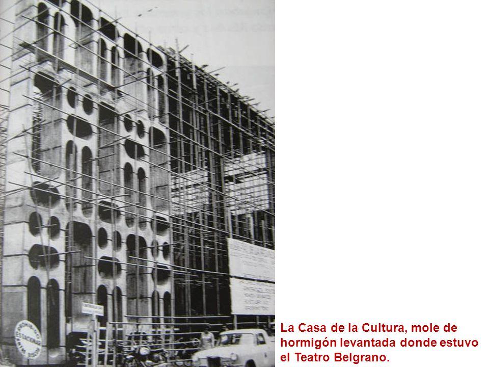 La Casa de la Cultura, mole de hormigón levantada donde estuvo el Teatro Belgrano.