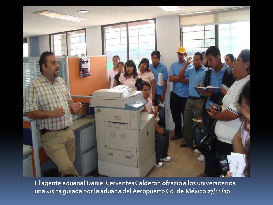 El agente aduanal Daniel Cervantes Calderón ofreció a los universitarios una visita guiada por la aduana del Aeropuerto Cd.