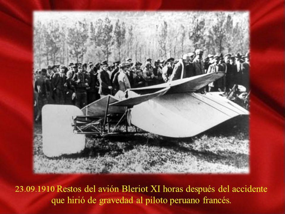 23.09.1910 Restos del avión Bleriot XI horas después del accidente que hirió de gravedad al piloto peruano francés.