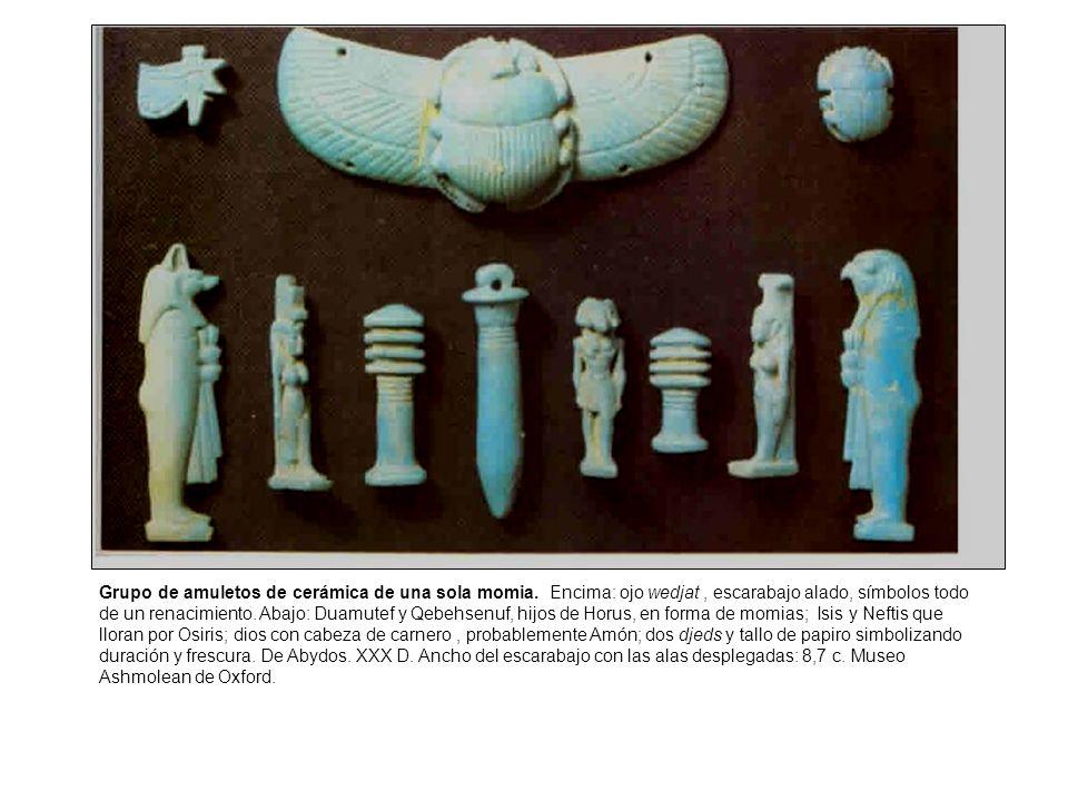 Grupo de amuletos de cerámica de una sola momia