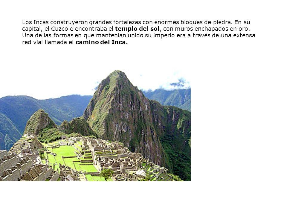 Los Incas construyeron grandes fortalezas con enormes bloques de piedra.