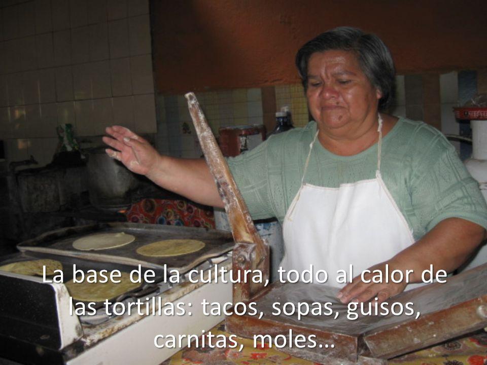 La base de la cultura, todo al calor de las tortillas: tacos, sopas, guisos, carnitas, moles…