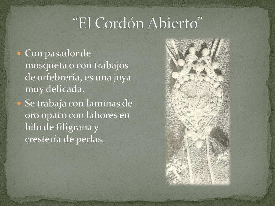 El Cordón Abierto Con pasador de mosqueta o con trabajos de orfebrería, es una joya muy delicada.