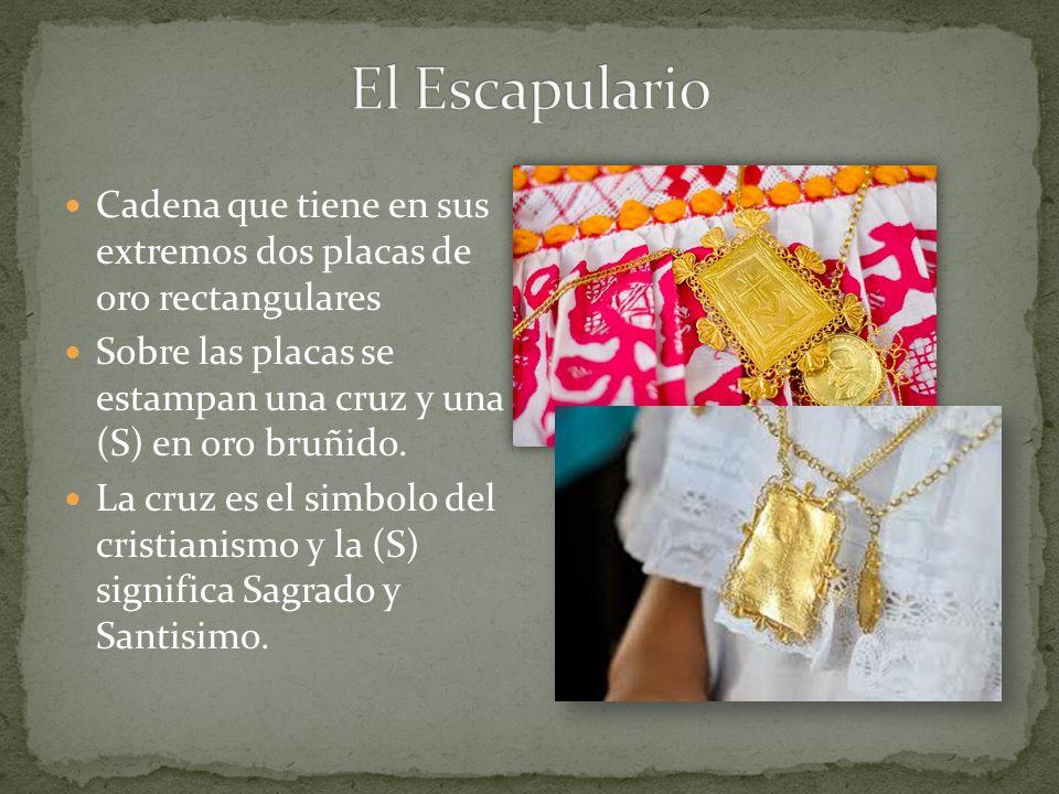 El Escapulario Cadena que tiene en sus extremos dos placas de oro rectangulares. Sobre las placas se estampan una cruz y una (S) en oro bruñido.