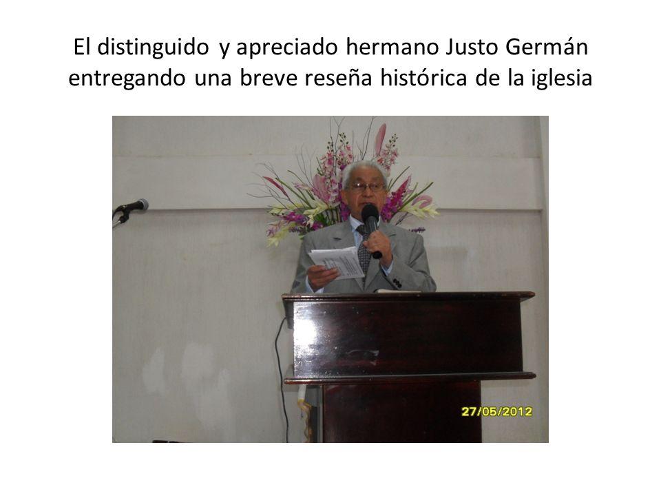 El distinguido y apreciado hermano Justo Germán entregando una breve reseña histórica de la iglesia