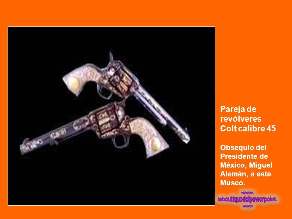 Pareja de revólveres Colt calibre 45