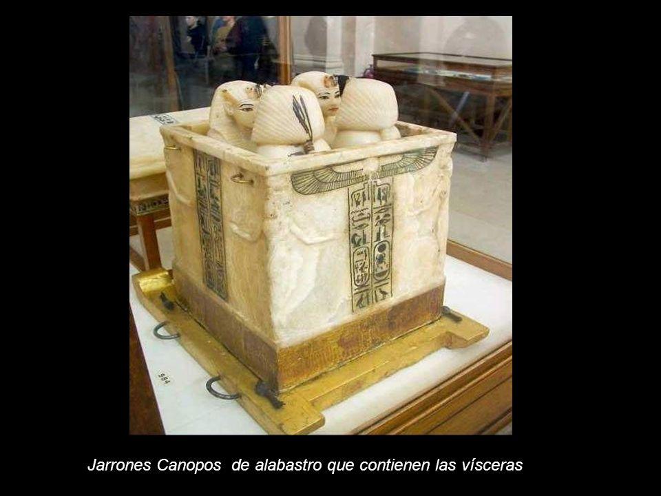 Jarrones Canopos de alabastro que contienen las vísceras
