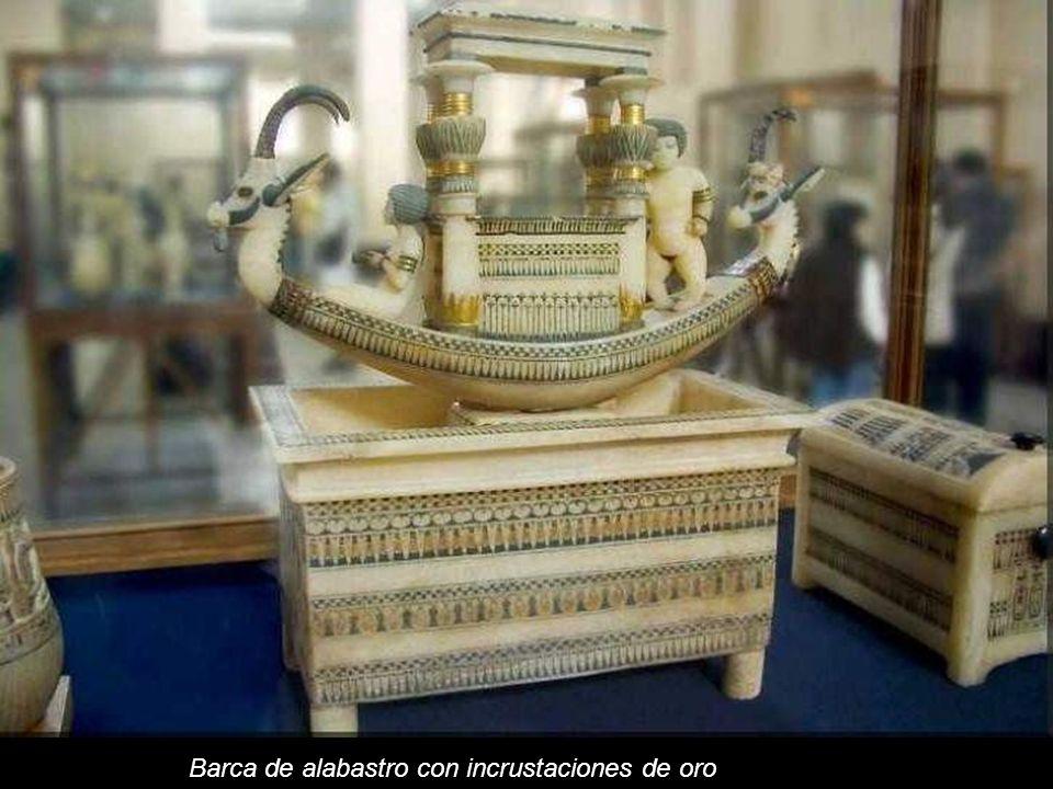 Barca de alabastro con incrustaciones de oro