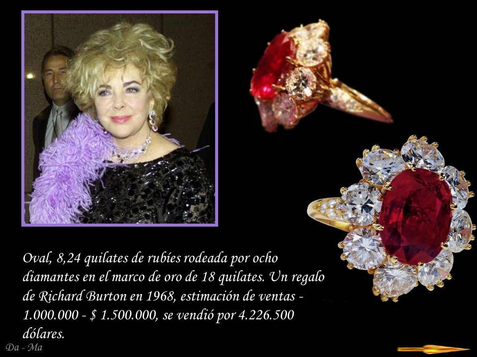 Oval, 8,24 quilates de rubíes rodeada por ocho diamantes en el marco de oro de 18 quilates.