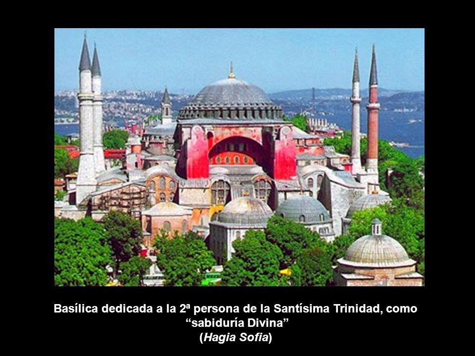 Basílica dedicada a la 2ª persona de la Santísima Trinidad, como